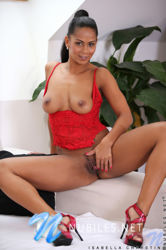 Isabella Chrystin seduces and excitingly licks off black lesbian girlfriend